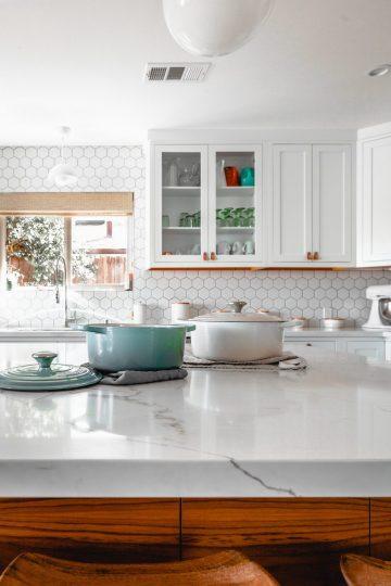 Jak układać płytki ceramiczne na podłodze?